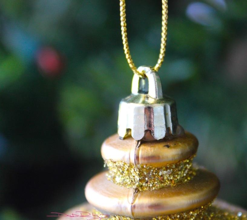 Christmas tree, decorations, stillness and reflections, debiriley.com