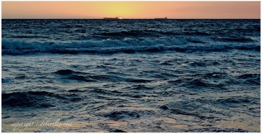 evening sea tides, dusk on the sea, photo, debiriley.com