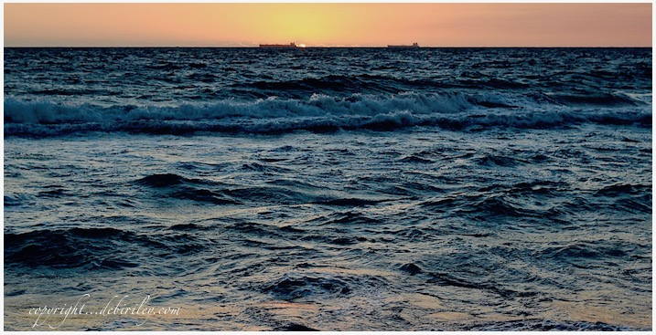 evening sea tides, dusk on the sea, photo, debiriley.com