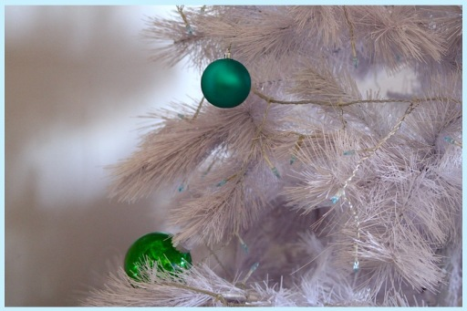 white plastic tree, simplicity and minimal decor, christmas decorations minimalist, debiriley.com